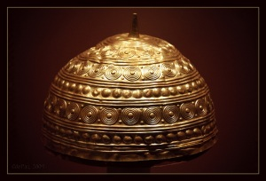 !Bronze Age golden helmet found in Leiro, Galicia