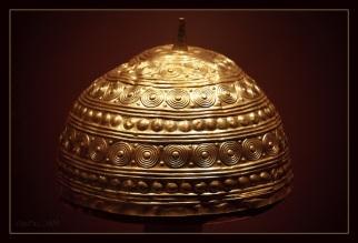 !Bronze Age golden helmet found in Leiro, Galicia