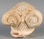 """Capitel"""" protoeólico"""" de una columna hallada en Cádiz de influencia orientalizante"""