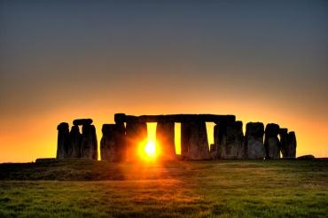 stonehenge-sun