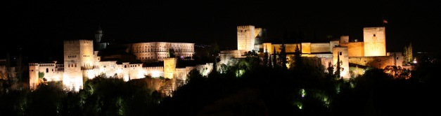 Alhambra_extrior_view_at_night_creditoDmitirj-Rodionov