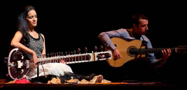 Anoushka Shankar performing with Flamenco Guitarist Melon Jimenez